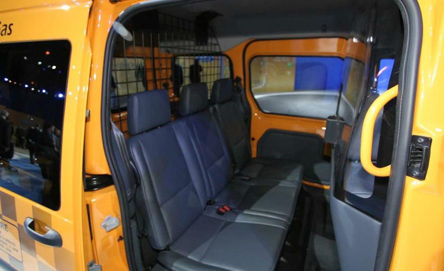 2011 Ford Transit Connect natural gas taxi - Slide 9