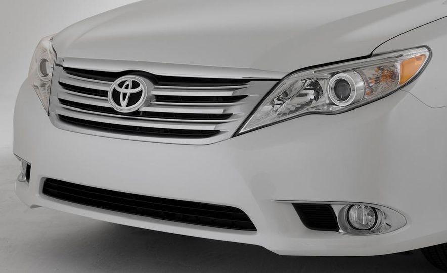 2011 Toyota Avalon - Slide 18