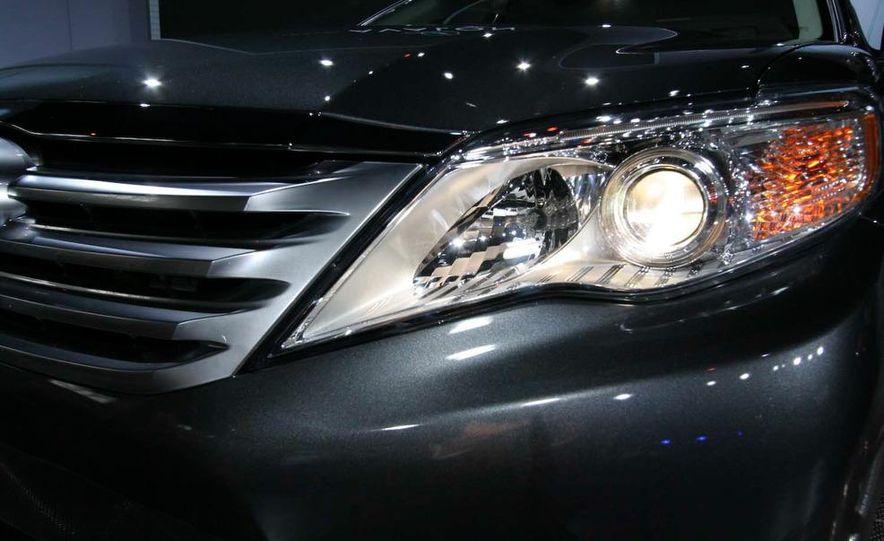 2011 Toyota Avalon - Slide 15