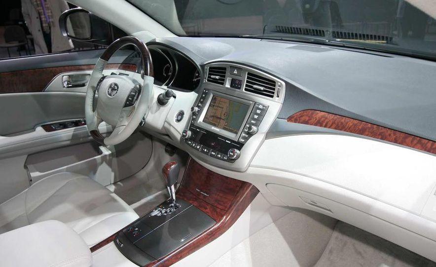 2011 Toyota Avalon - Slide 12