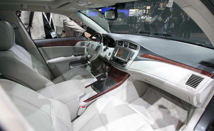 2011 Toyota Avalon - Slide 13