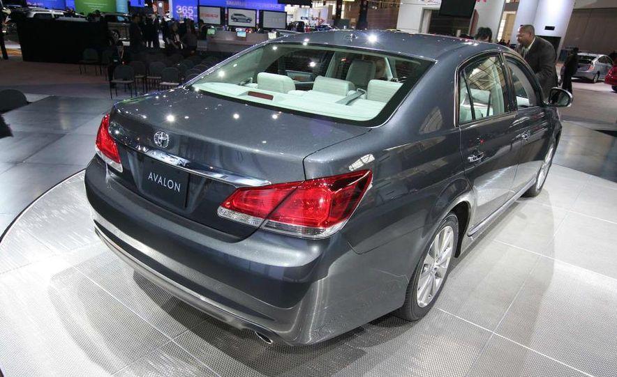 2011 Toyota Avalon - Slide 3