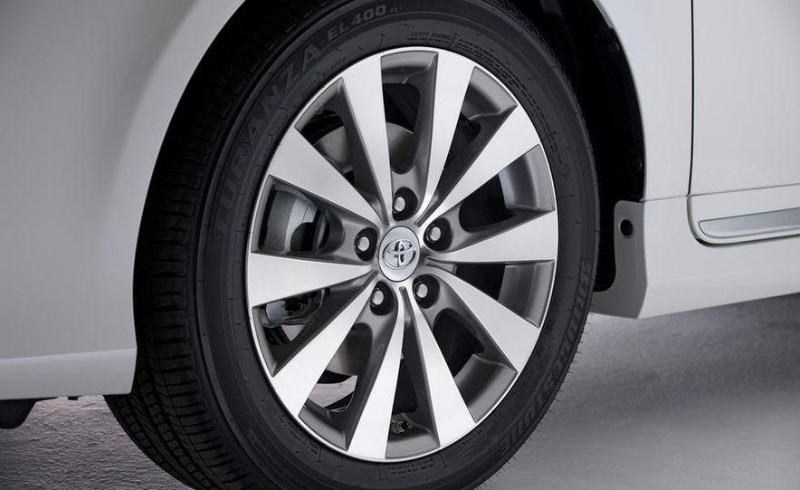 2011 Toyota Avalon - Slide 25