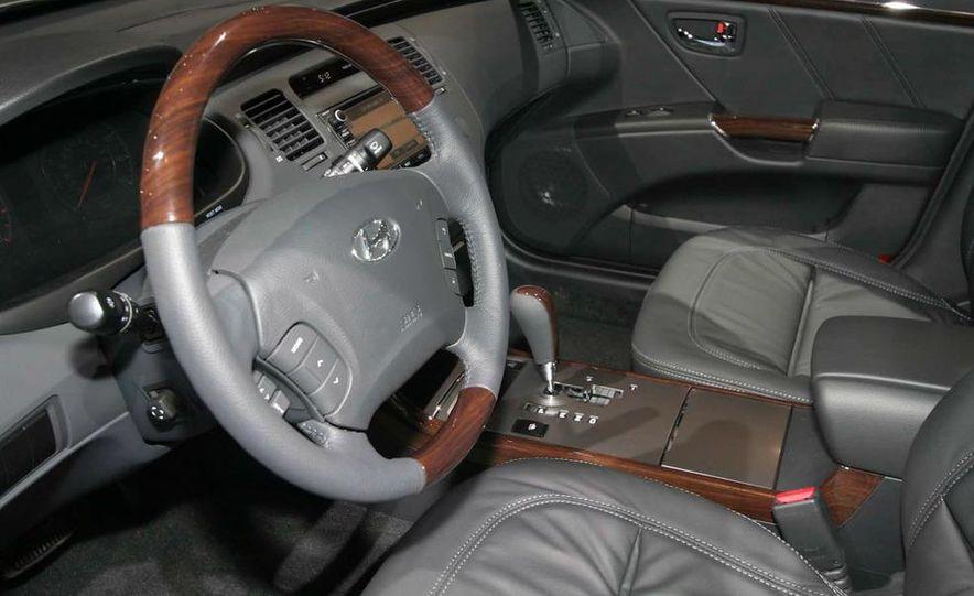 2011 Hyundai Azera - Slide 9