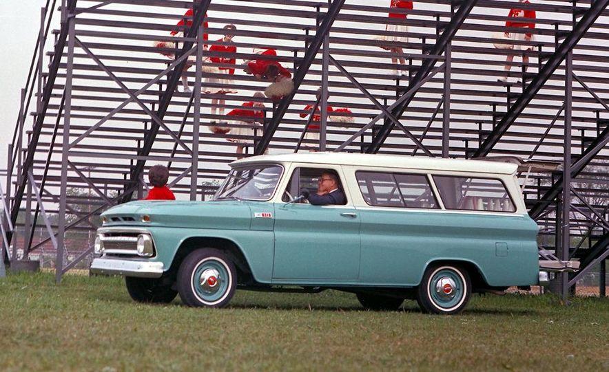 2010 Chevrolet Suburban 75th Anniversary Diamond Edition - Slide 24