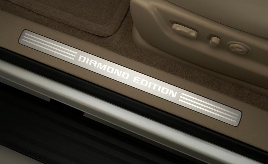 2010 Chevrolet Suburban 75th Anniversary Diamond Edition - Slide 18
