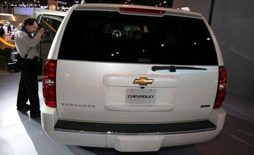 2010 Chevrolet Suburban 75th Anniversary Diamond Edition - Slide 3