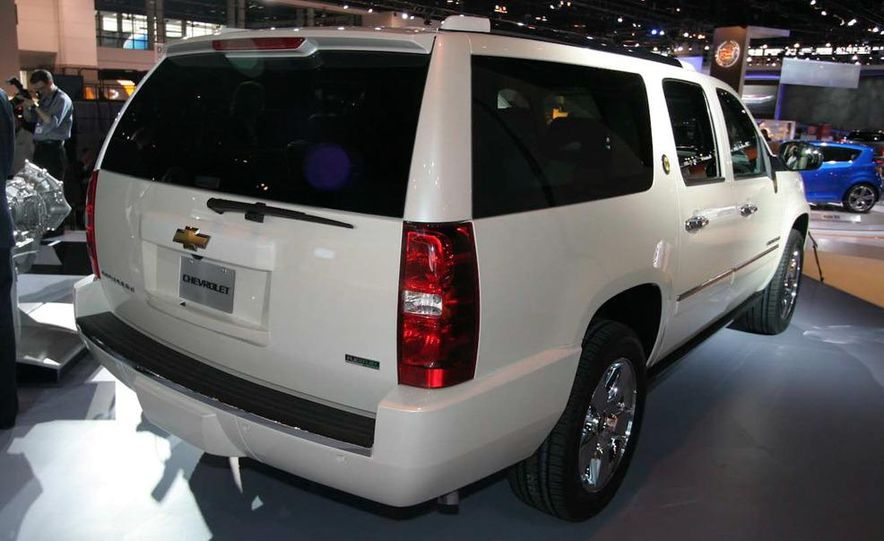 2010 Chevrolet Suburban 75th Anniversary Diamond Edition - Slide 4