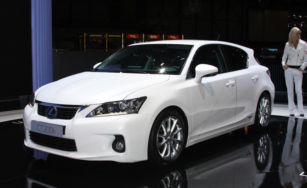 https://hips.hearstapps.com/amv-prod-cad-assets.s3.amazonaws.com/images/10q1/329455/2011-lexus-ct200h-hybrid-photo-333779-s-986x603.jpg