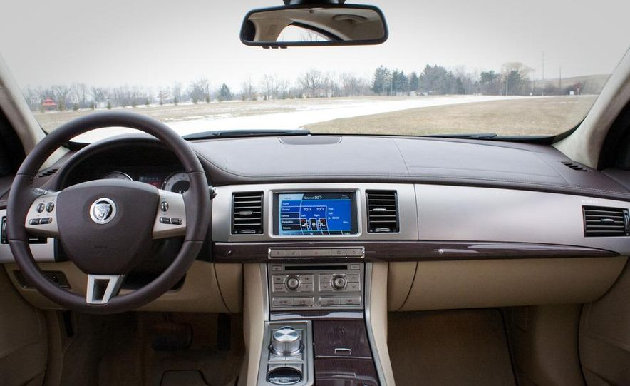 2010 Jaguar XF Supercharged - Slide 30