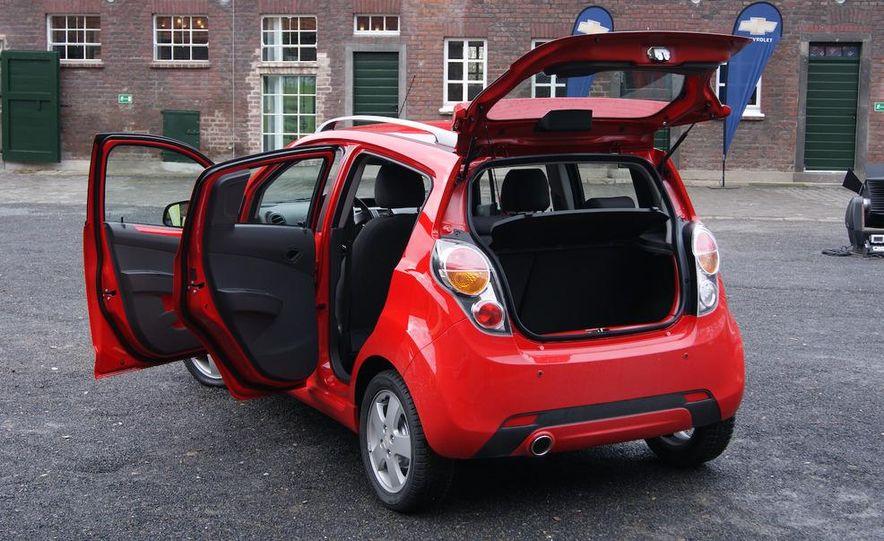 2012 Chevrolet Spark - Slide 4