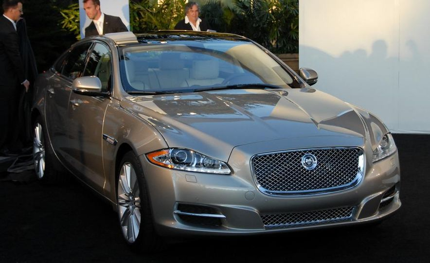 2011 Jaguar XJ - Slide 3