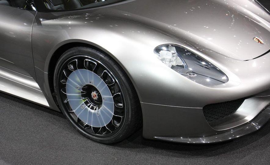Porsche 918 Spyder Plug-In Hybrid concept - Slide 9