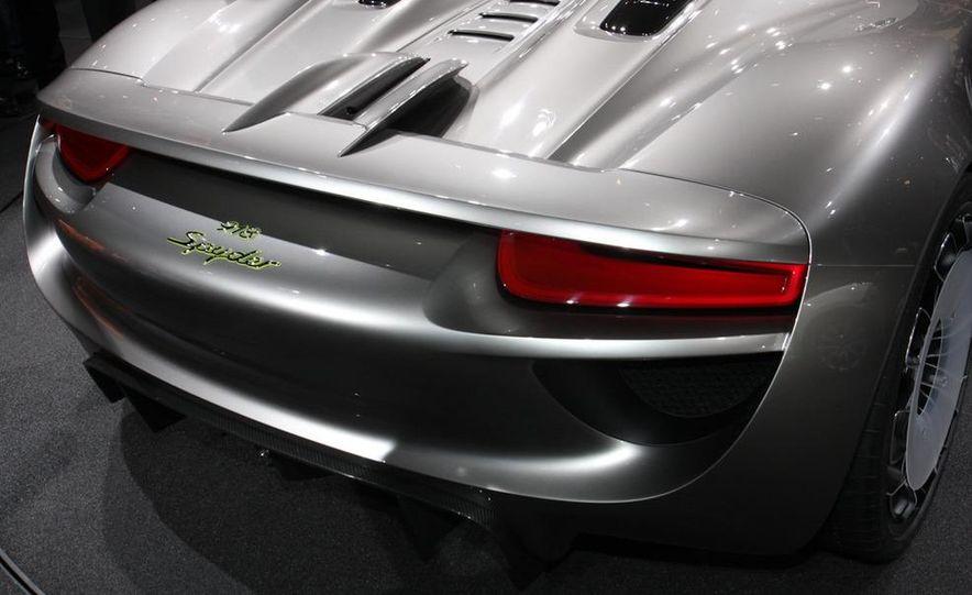Porsche 918 Spyder Plug-In Hybrid concept - Slide 12