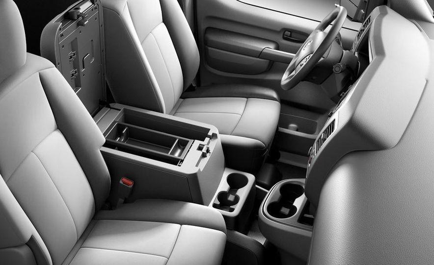 2011 Nissan NV2500/3500 HD - Slide 13