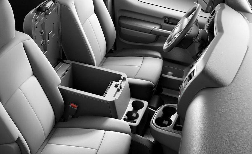 2011 Nissan NV2500/3500 HD - Slide 14