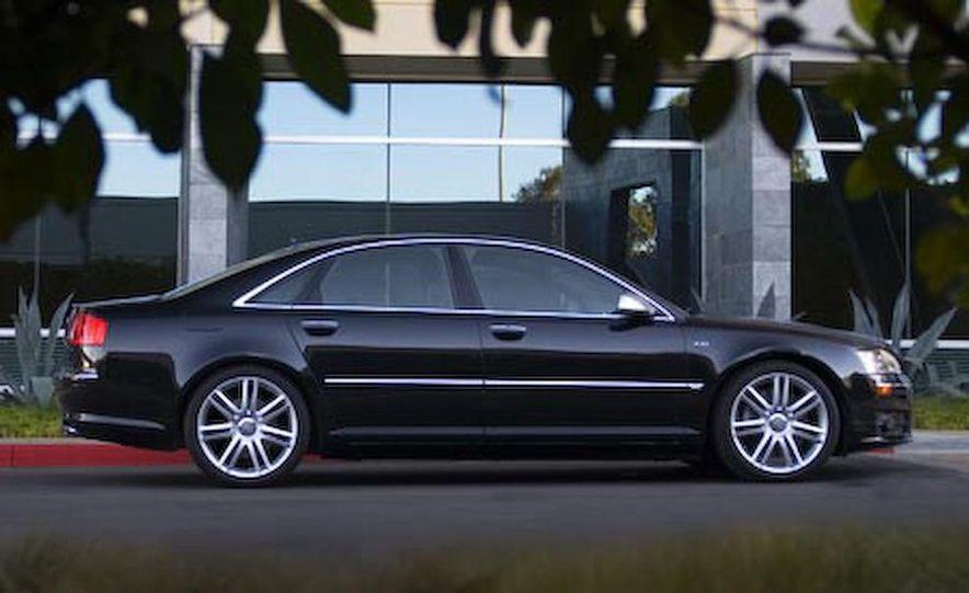 2012 Audi S8 (spy photo) - Slide 47