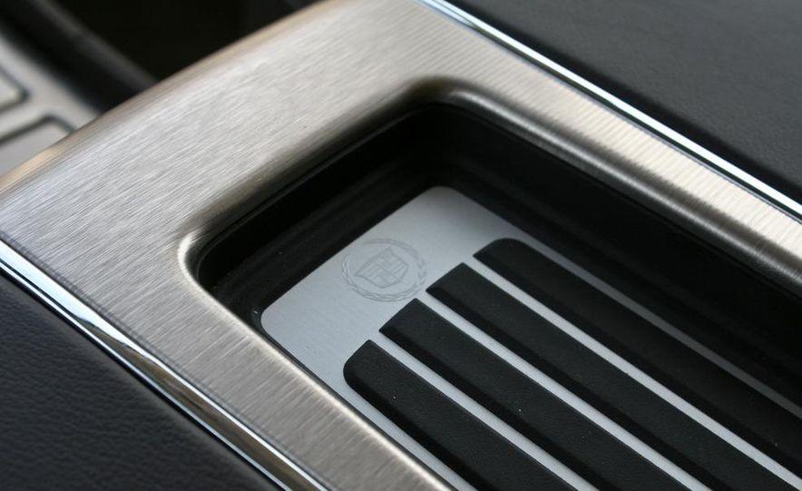 2010 Cadillac Escalade ESV Platinum AWD - Slide 55