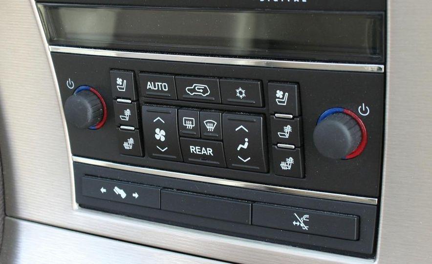 2010 Cadillac Escalade ESV Platinum AWD - Slide 52
