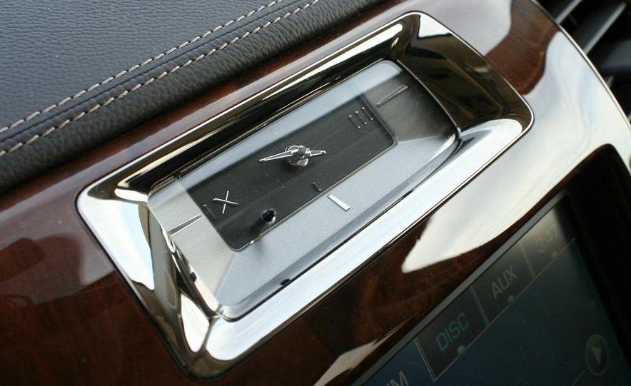 2010 Cadillac Escalade ESV Platinum AWD - Slide 53