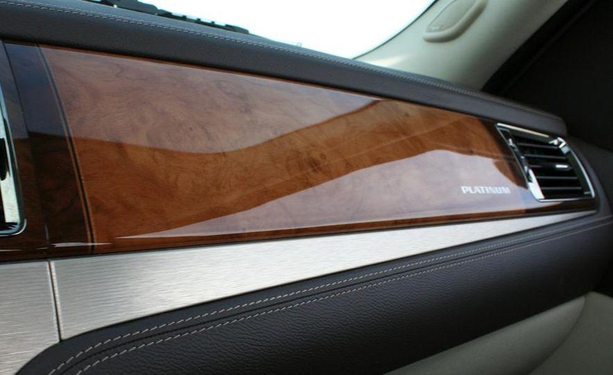 2010 Cadillac Escalade ESV Platinum AWD - Slide 75
