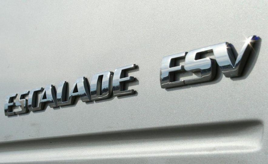 2010 Cadillac Escalade ESV Platinum AWD - Slide 36