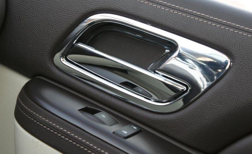 2010 Cadillac Escalade ESV Platinum AWD - Slide 71