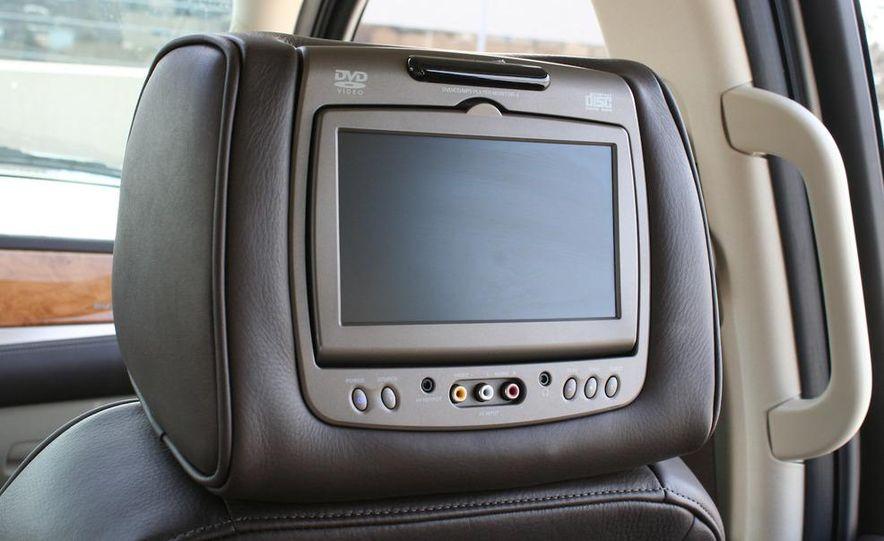 2010 Cadillac Escalade ESV Platinum AWD - Slide 39