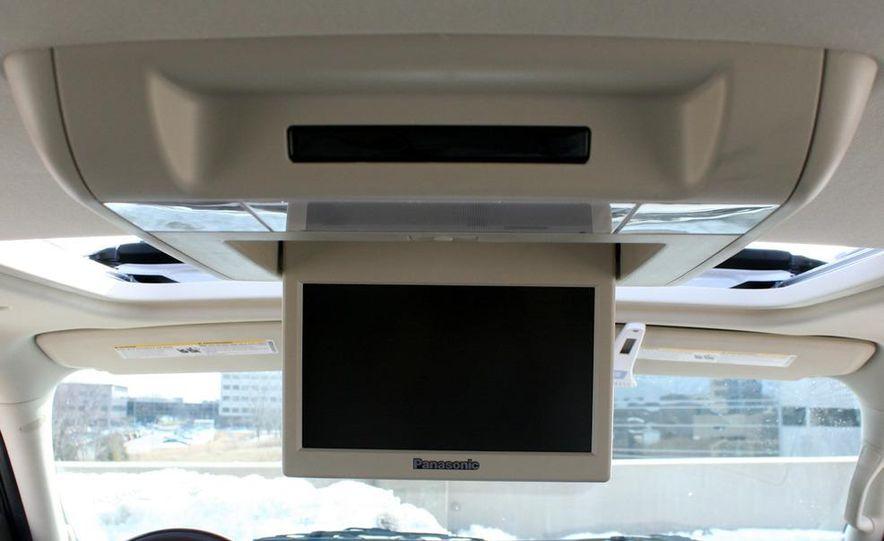 2010 Cadillac Escalade ESV Platinum AWD - Slide 40