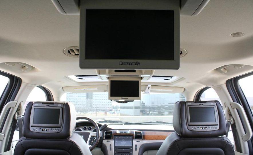 2010 Cadillac Escalade ESV Platinum AWD - Slide 41