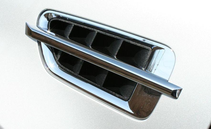 2010 Cadillac Escalade ESV Platinum AWD - Slide 28