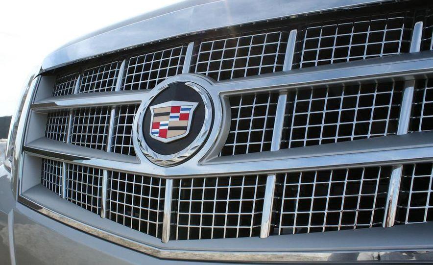 2010 Cadillac Escalade ESV Platinum AWD - Slide 35