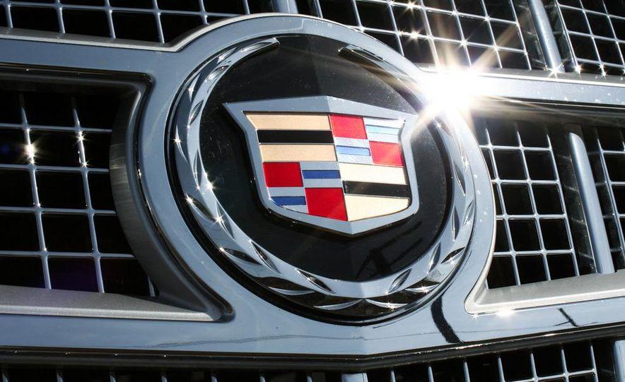 2010 Cadillac Escalade ESV Platinum AWD - Slide 31