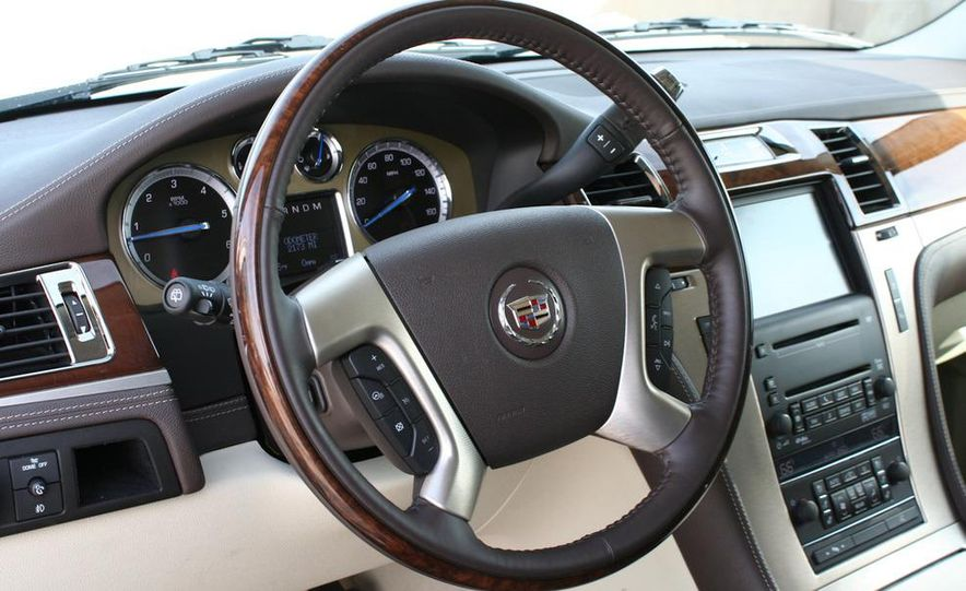 2010 Cadillac Escalade ESV Platinum AWD - Slide 63