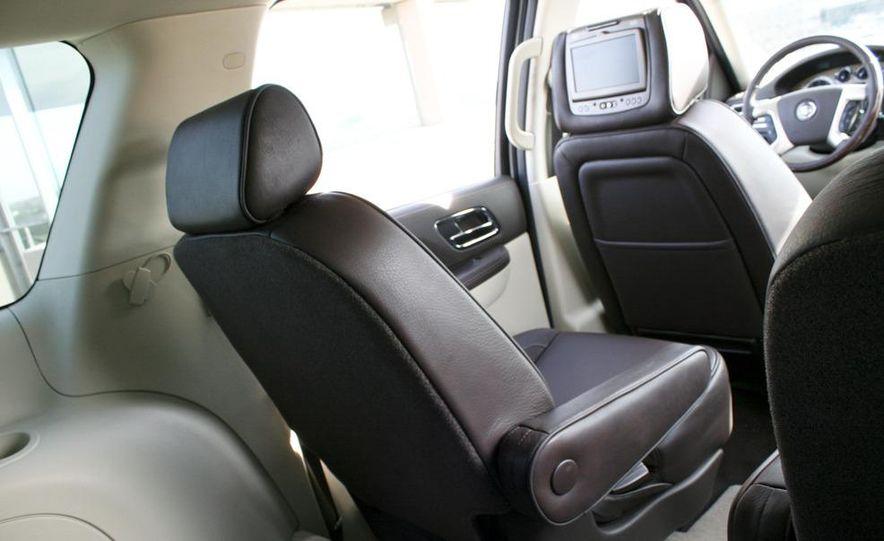 2010 Cadillac Escalade ESV Platinum AWD - Slide 42