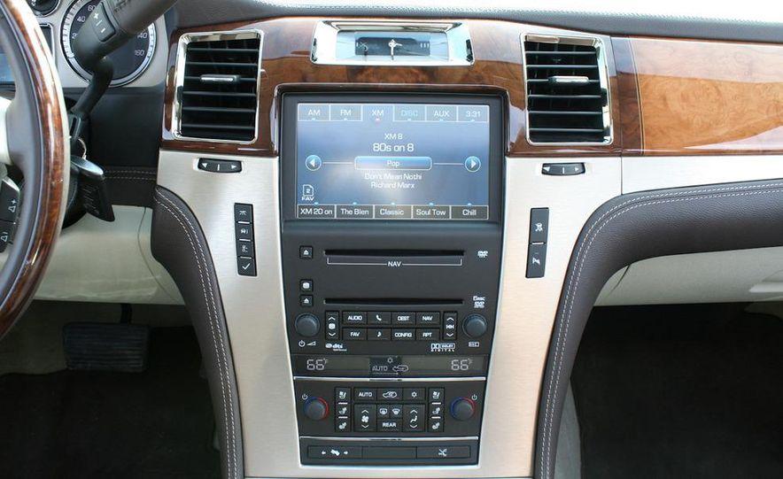 2010 Cadillac Escalade ESV Platinum AWD - Slide 45