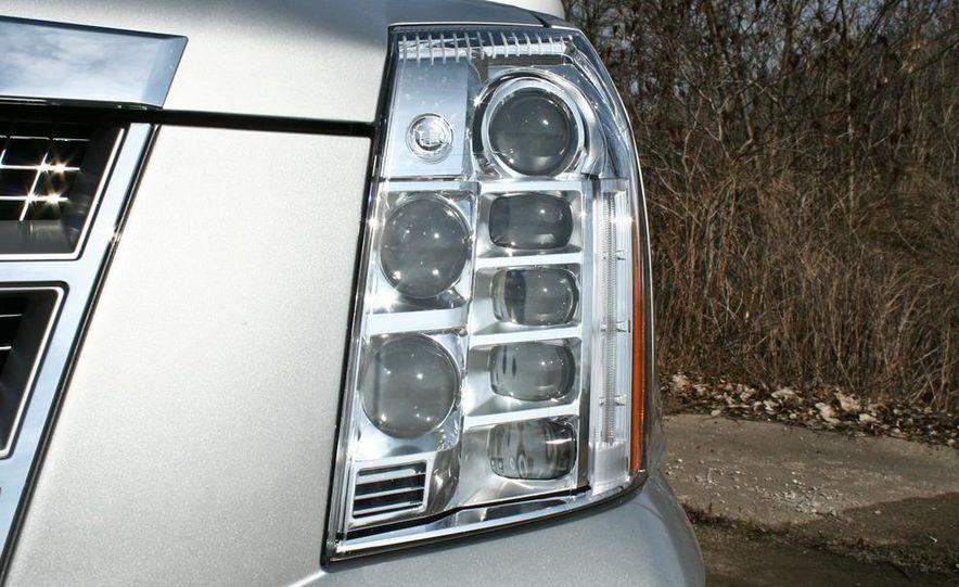 2010 Cadillac Escalade ESV Platinum AWD - Slide 25