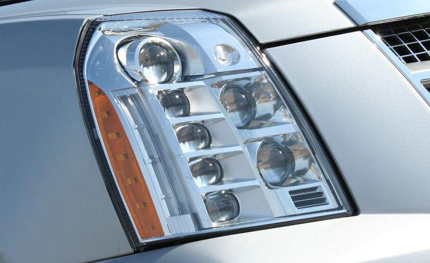 2010 Cadillac Escalade ESV Platinum AWD - Slide 34