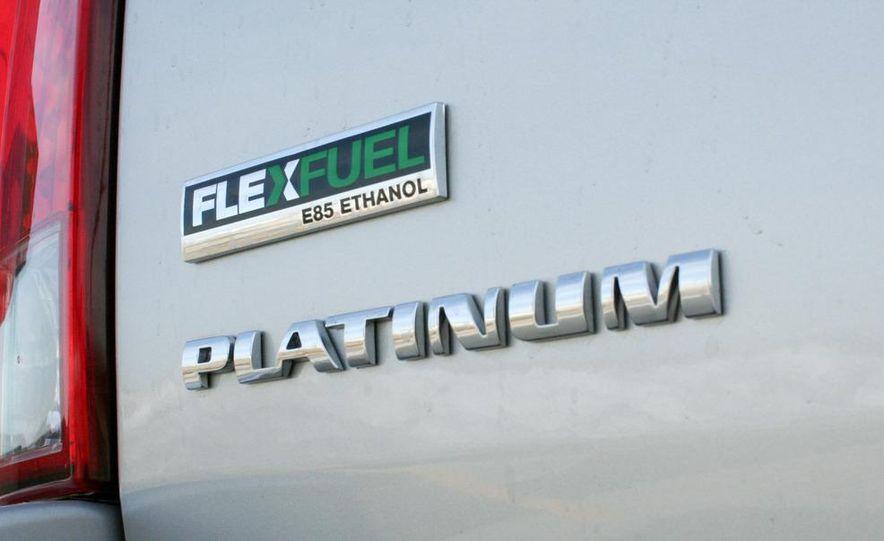 2010 Cadillac Escalade ESV Platinum AWD - Slide 30