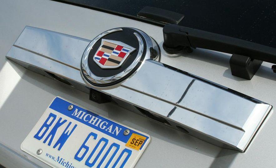 2010 Cadillac Escalade ESV Platinum AWD - Slide 32