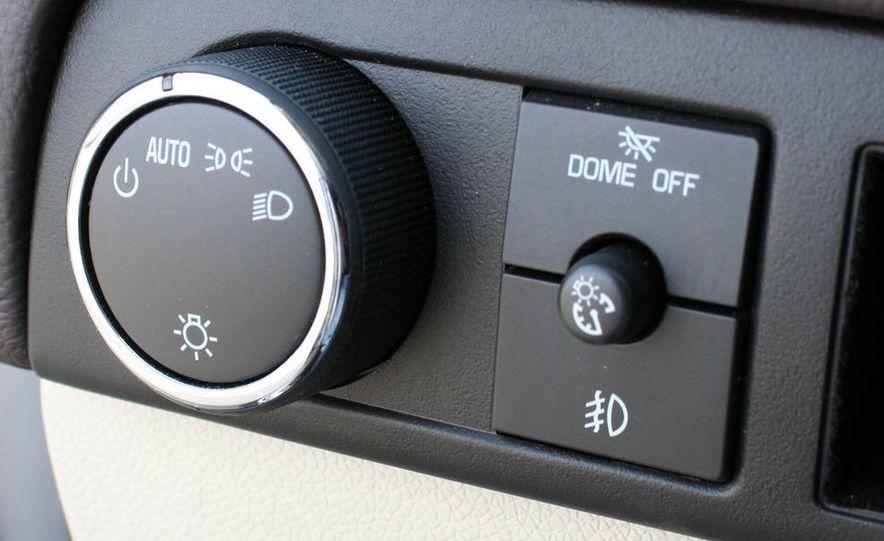 2010 Cadillac Escalade ESV Platinum AWD - Slide 59