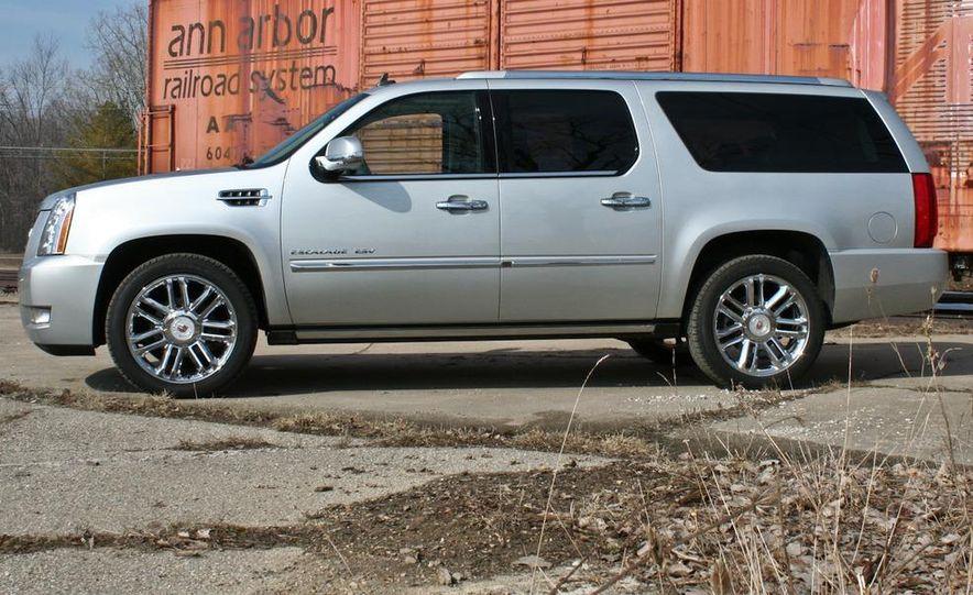 2010 Cadillac Escalade ESV Platinum AWD - Slide 16