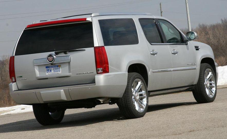 2010 Cadillac Escalade ESV Platinum AWD - Slide 17