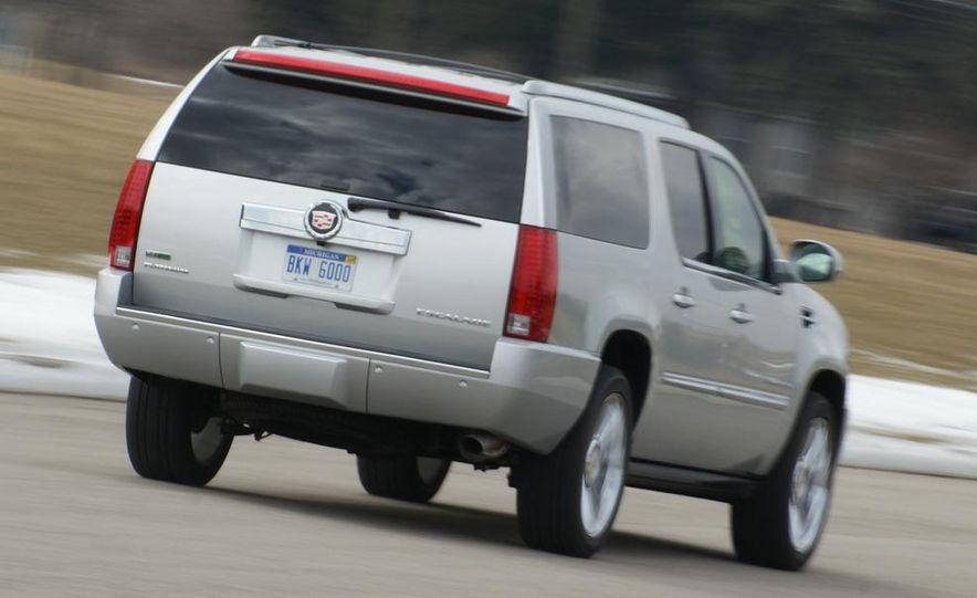 2010 Cadillac Escalade ESV Platinum AWD - Slide 21
