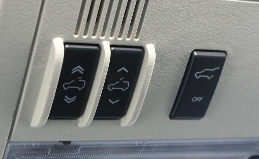 2010 Cadillac Escalade ESV Platinum AWD - Slide 67