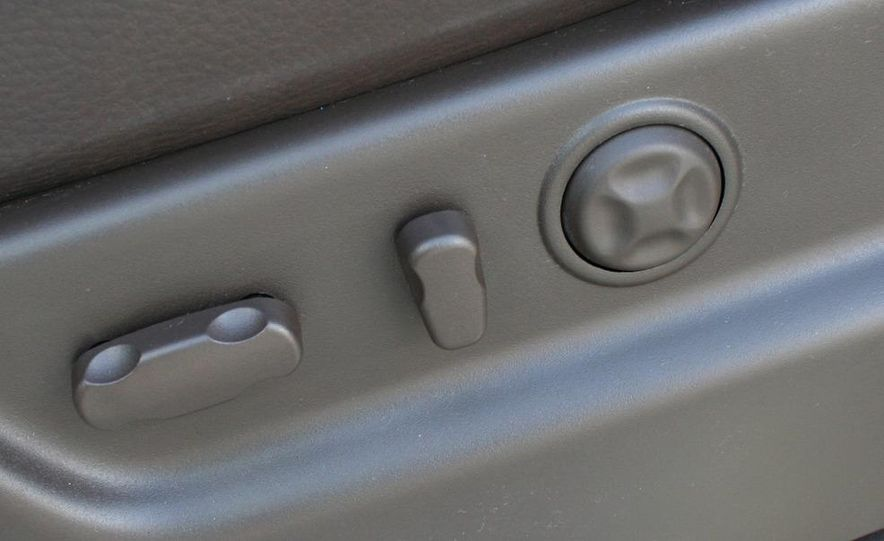 2010 Cadillac Escalade ESV Platinum AWD - Slide 60