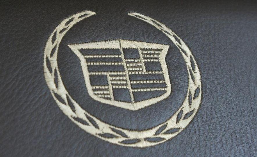 2010 Cadillac Escalade ESV Platinum AWD - Slide 49