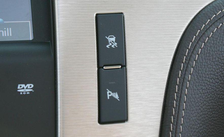 2010 Cadillac Escalade ESV Platinum AWD - Slide 43