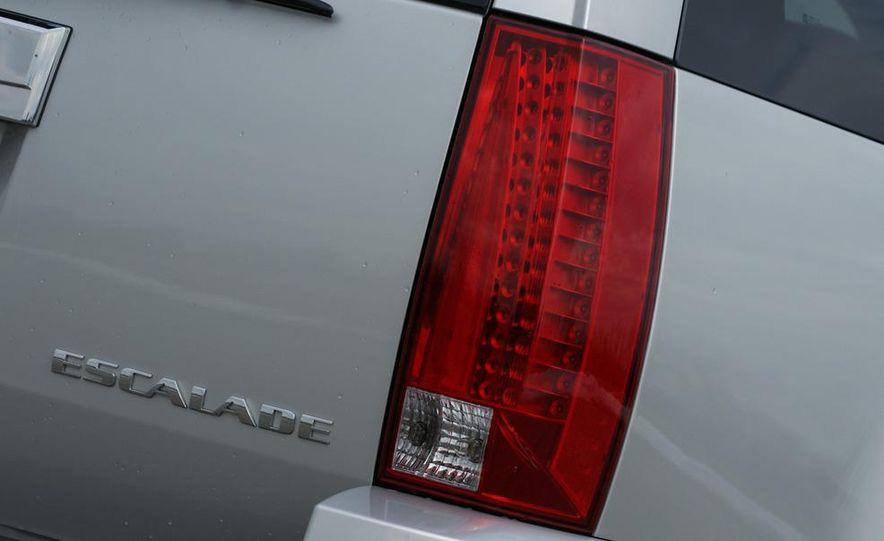 2010 Cadillac Escalade ESV Platinum AWD - Slide 38