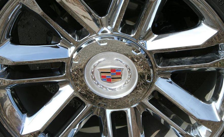 2010 Cadillac Escalade ESV Platinum AWD - Slide 26